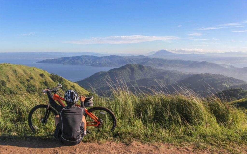 E-Biker am Berg